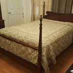 Full size bed with super clean Serta mattress