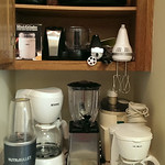 Lots of small kitchen appliance